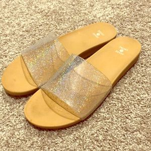 Shade and Shore Beach Sandal-Sparkly